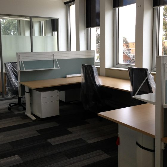 Multiple Element C-Leg workstations with screens, mobile pedestals and task chairs