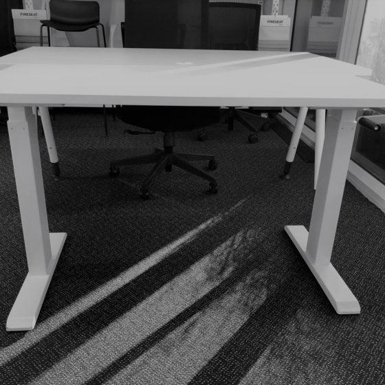 Essential Winder height adjustable workstation white top