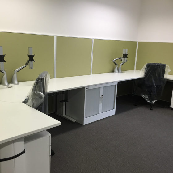 Floor mounted workstation screens workplace privacy