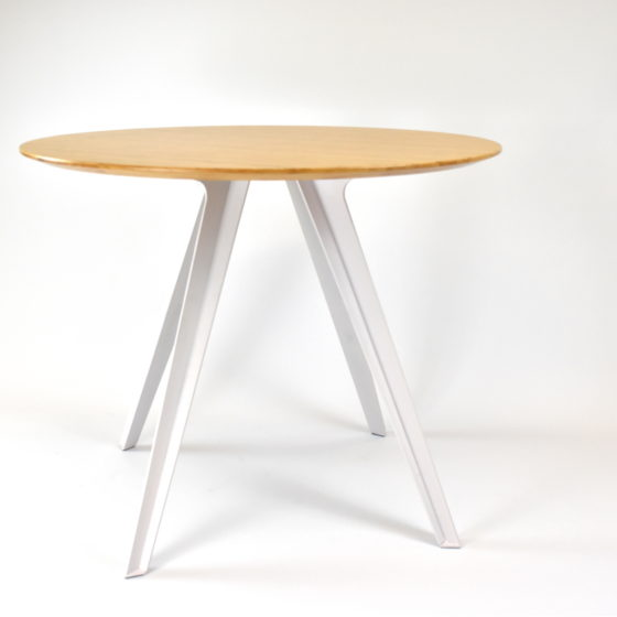 Willow meeting table with white frame and round oak top