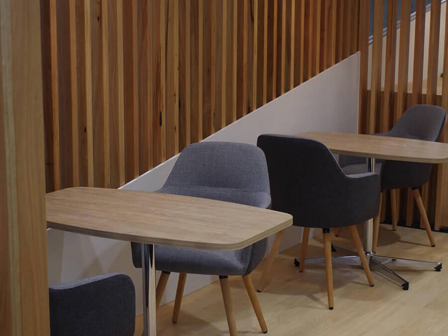 Breakout-areas-with-Struve-Chairs-and-boat-shape-meeting-tables-cropped