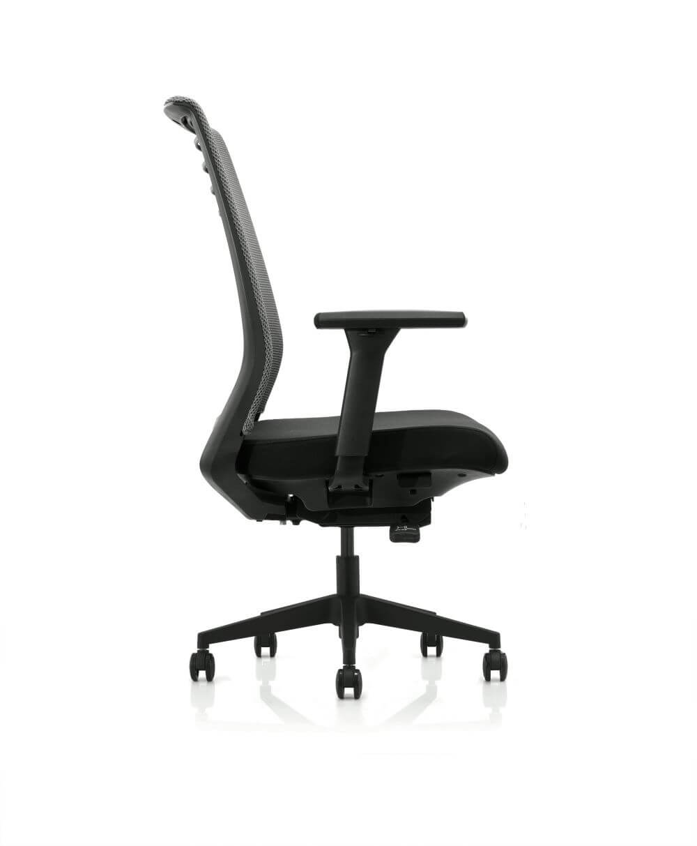 Horizon in black with mesh back, armrests, 5 star base on castors, side view